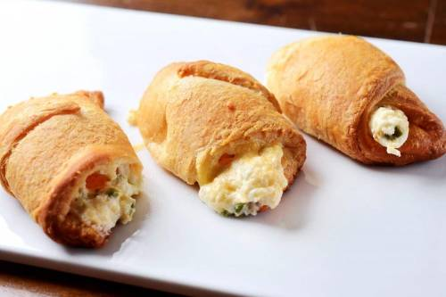 Paquetitos crujientes rellenos de pimientos y queso cheddar