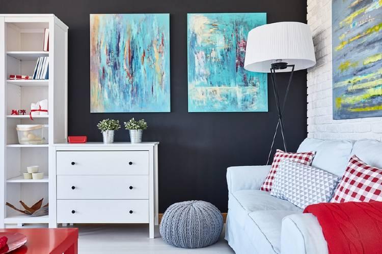 habitacion moderna con muebles y arte en la pared