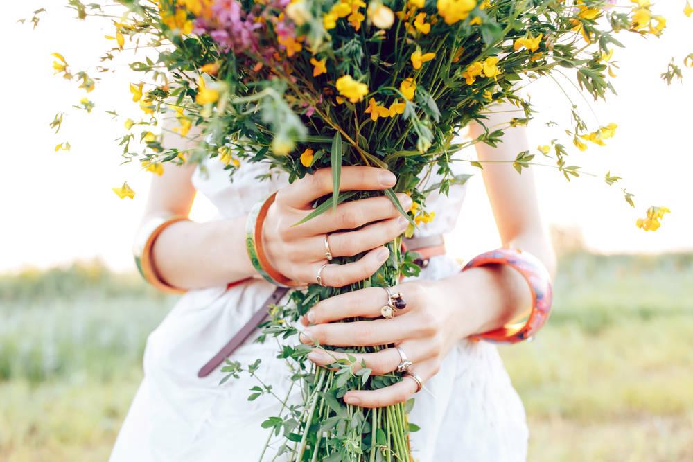 Crea tintes naturales para tu ropa a partir de frutas, verduras y flores