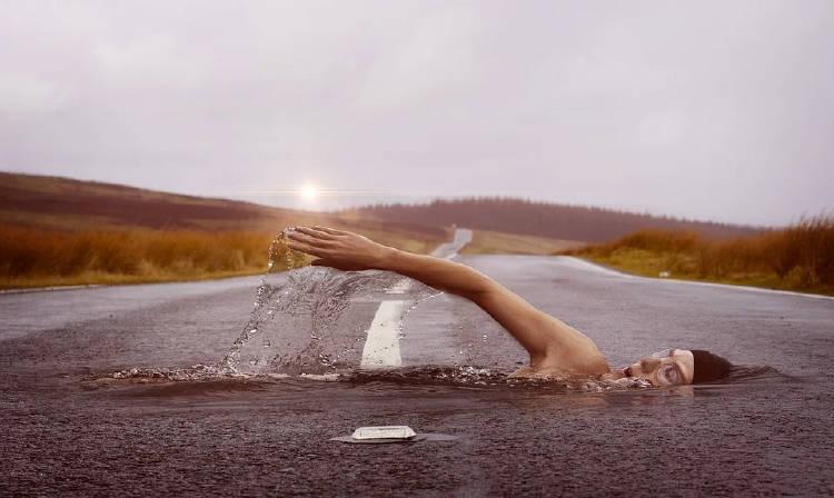 nadando-calle