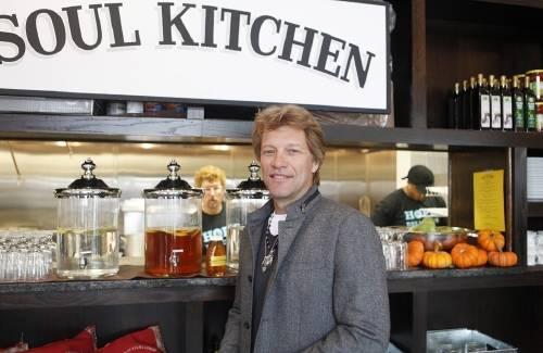 Bon Jovi ya tiene dos restaurantes solidarios donde pueden comer personas de b..