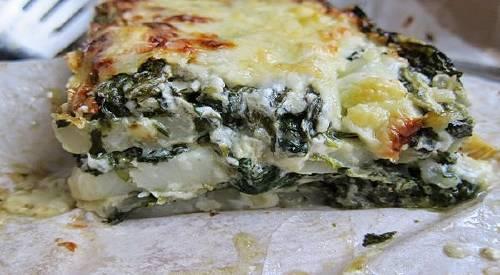 Gratén de espinacas, patatas y queso feta