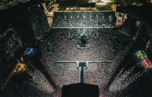 Más de 50.000 asistieron a un concierto en Nueva Zelanda después de que el país diera por finalizada la pandemia