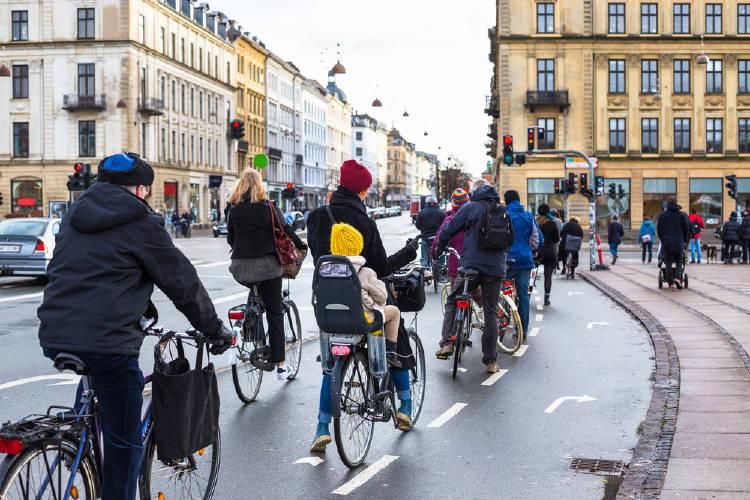 ciclistas en copenhague dinamarca
