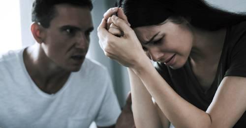 Frases que nunca deberías dejar que tu pareja te diga una, otra, y otra vez