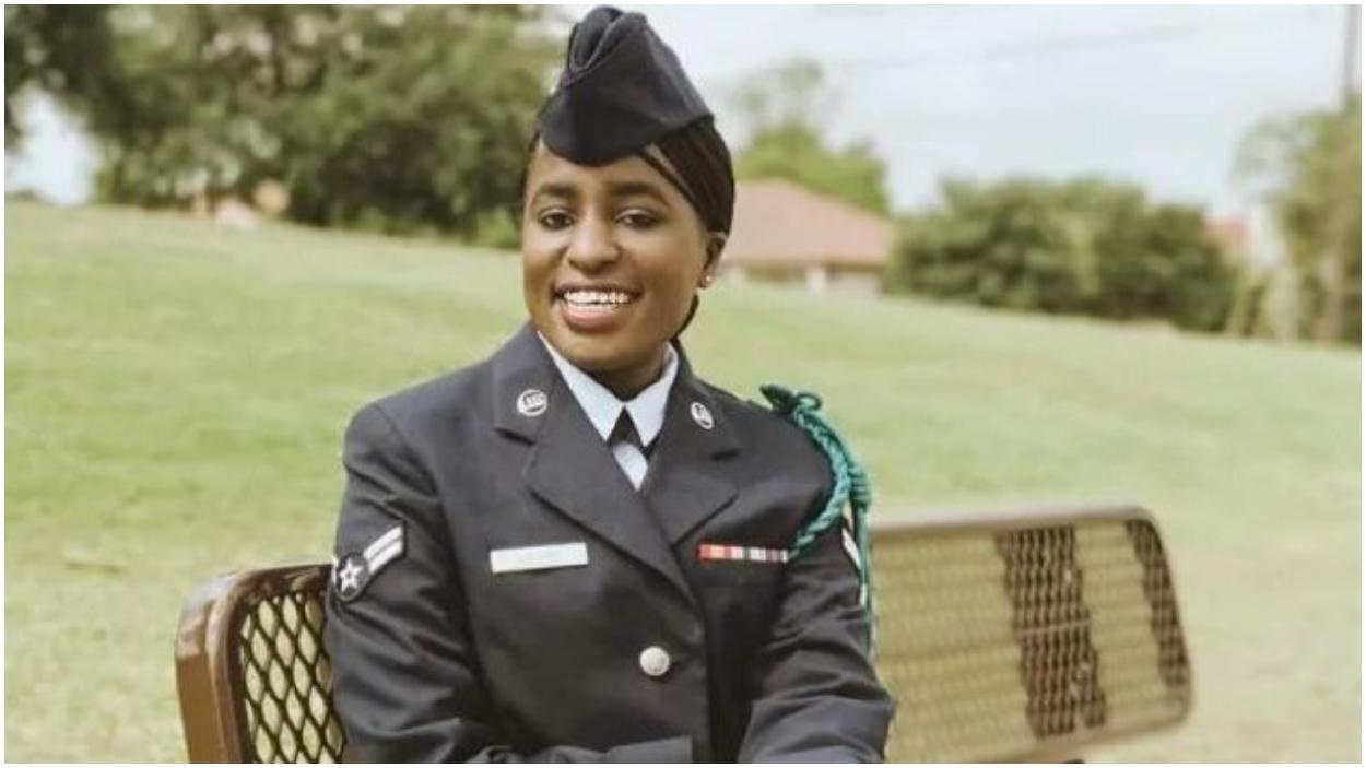 Esta mujer fue rechazada por el ejército de su país y esto es lo que sucedió