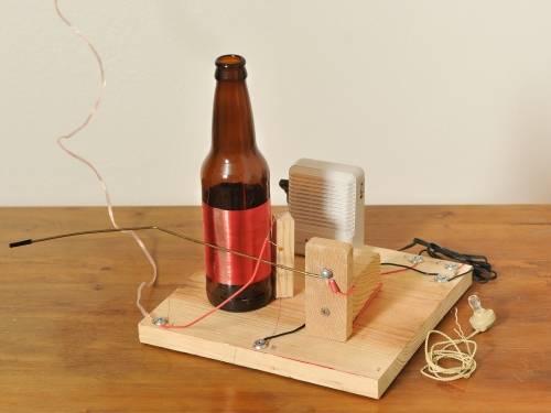 Haz tu propia radio a partir de una botella