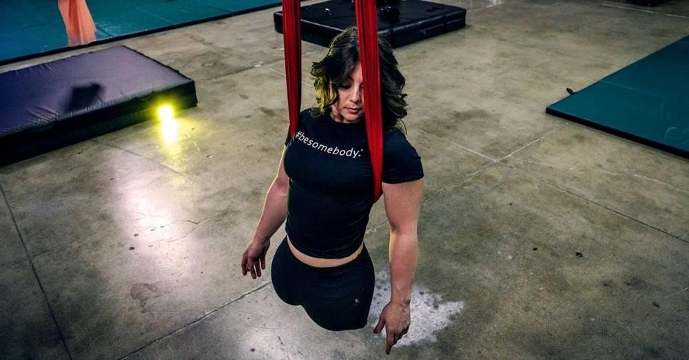 La increíble historia de una gimnasta que fue abandonada por no tener piernas