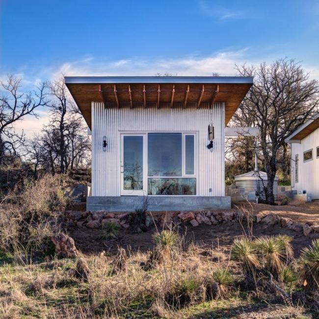 amigos construyeron un pequeño pueblo para vivir siempre juntos- arquitecto matt garcía