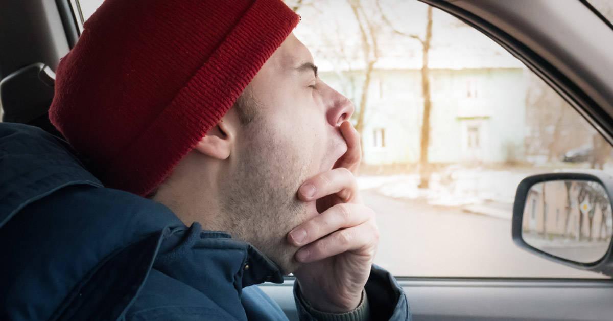 Bostezar en exceso puede estar relacionado con estas enfermedades
