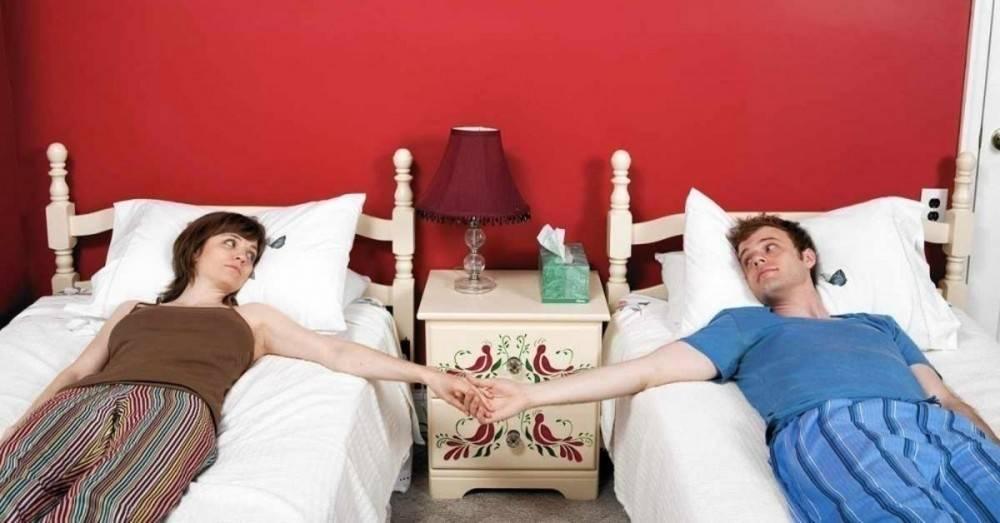 3 razones por las que algunas parejas deciden dormir en camas separadas