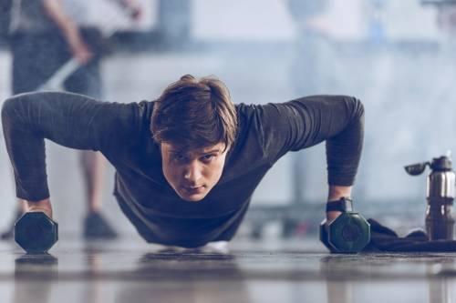 Con un minuto al día, este ejercicio tonifica el vientre, reduce el dolor de ..
