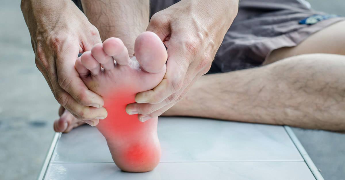 Haz estos ejercicios en casa y alivia el dolor de pies en 5 minutos
