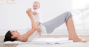 Entrena con tu bebé para recuperarte tras el parto con estos 10 ejercicios claves