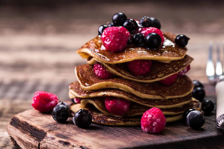 Pancakes de alforfón con frutos rojos