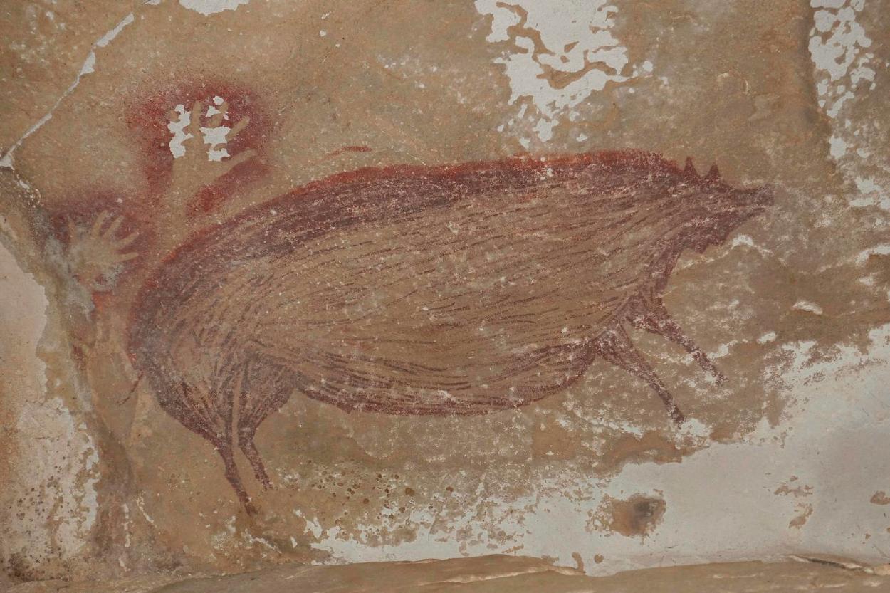 Descubren en Indonesia la pintura rupestre más antigua del mundo