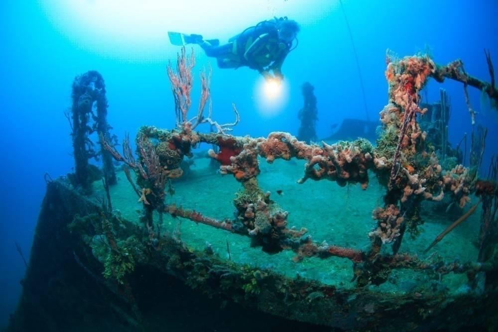 Cómo son por dentro los 5 barcos hundidos más asombrosos del mundo
