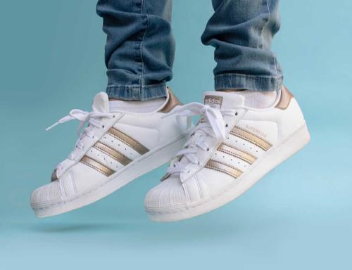 Adidas fabricará sus productos con plástico reciclado a partir de 2024