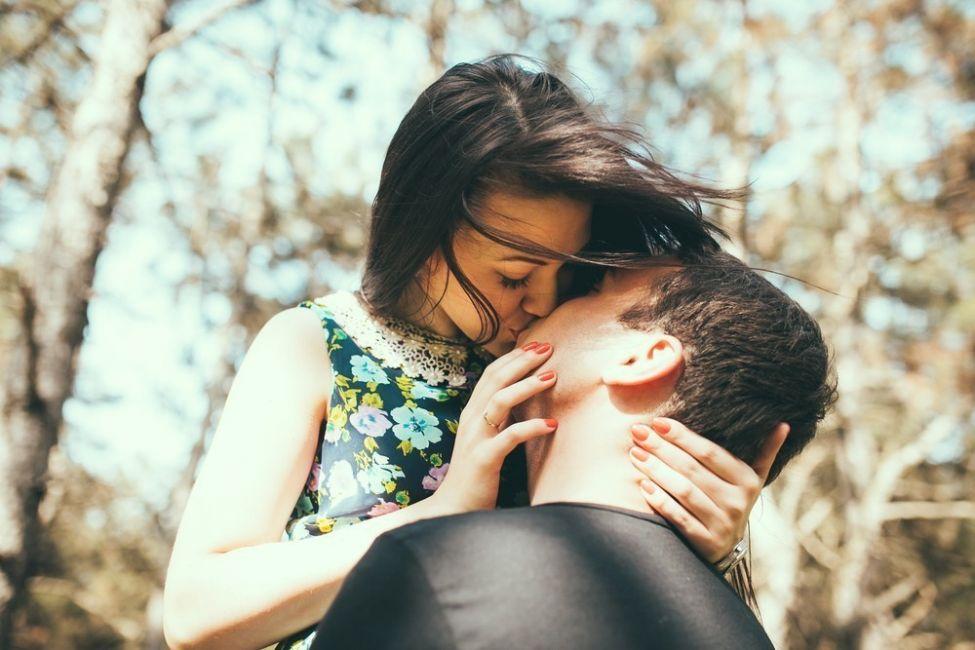qué significan los besos