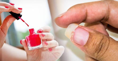 Mira bien las etiquetas de los esmaltes de uñas para evitar que dañen tu salud