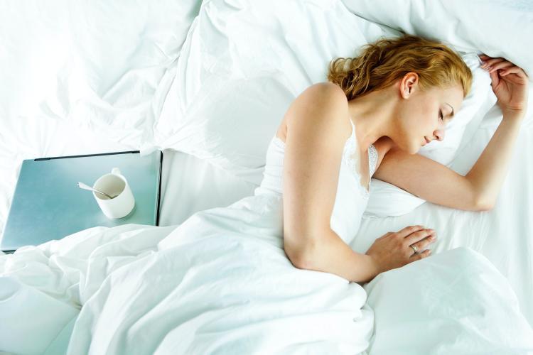 Apnea del sueño: problema en el que las vías respiratorias se estrechan o bloquean parcialmente