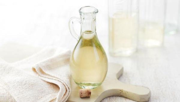 aceto bianco con bicarbonato di sodio