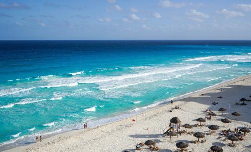 Por qué la pandemia ha aliviado la contaminación en las playas de Cancún