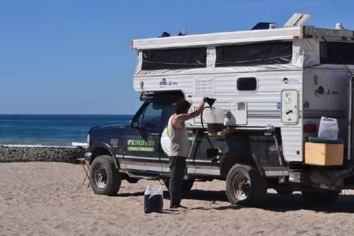 Esta pareja viajó de Canadá a Chile utilizando aceite reciclado como combust..