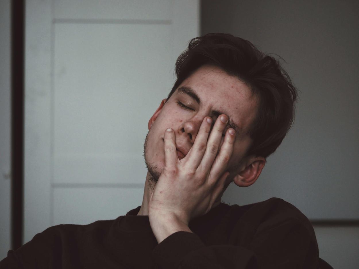 Dolor en el ojo izquierdo: causas y síntomas