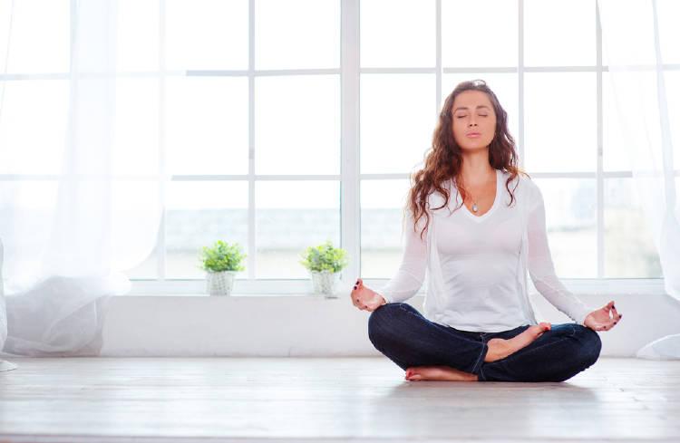 mujer meditacion
