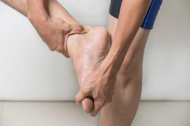 la deshidratación puede causar entumecimiento y hormigueo en las manos