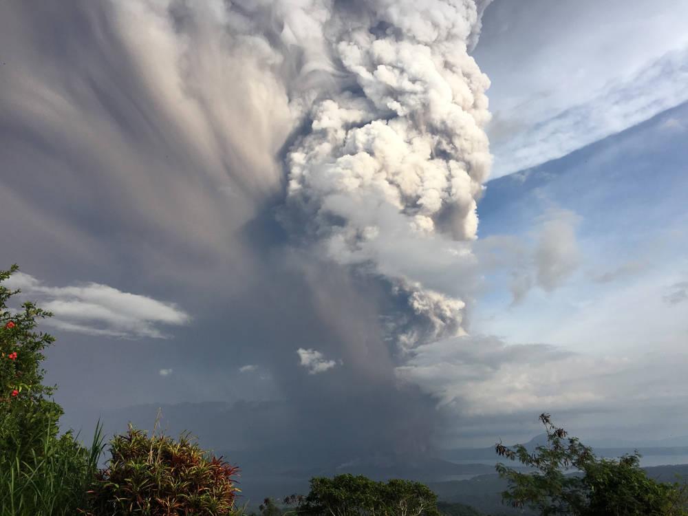Un volcán en Filipinas hizo erupción y evacuaron a 40 mil personas