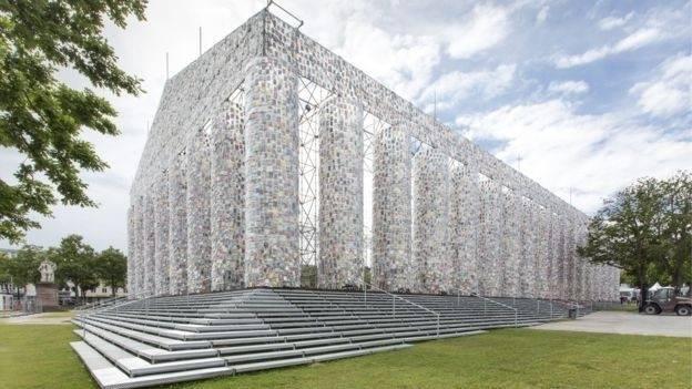 Por qué hay un inmenso partenón de libros prohibidos en Alemania construido ..