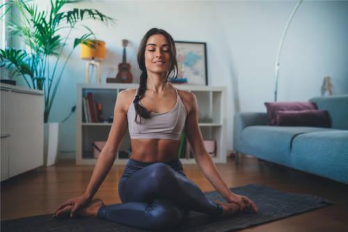 Ejercicios de yoga en casa: activa tu campo magnético y sistema inmune