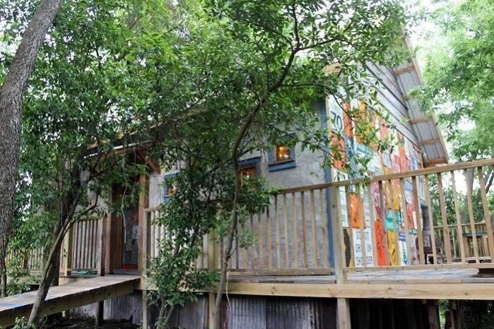 Estas viviendas están construidas con un 80% de materiales reciclados