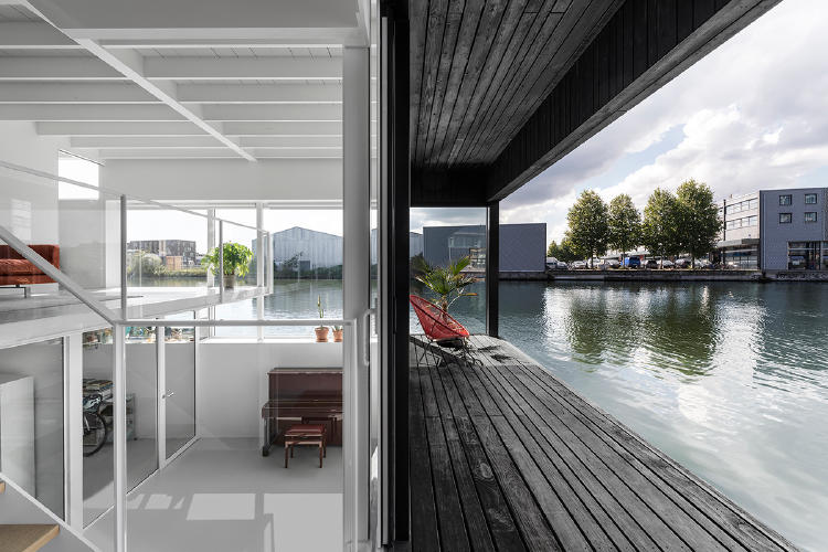 065-hr-08_floating_home_schoonschip_residential_interior_terrace_COMPLETAi29