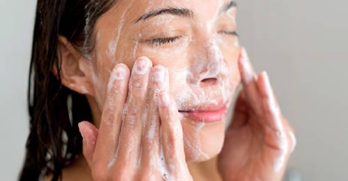 Sencilla rutina matutina para personas con piel seca
