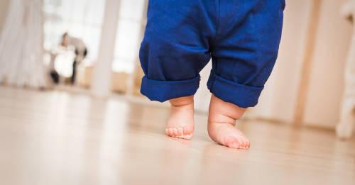 Según la ciencia, andar descalzos ayuda al desarrollo de los niños