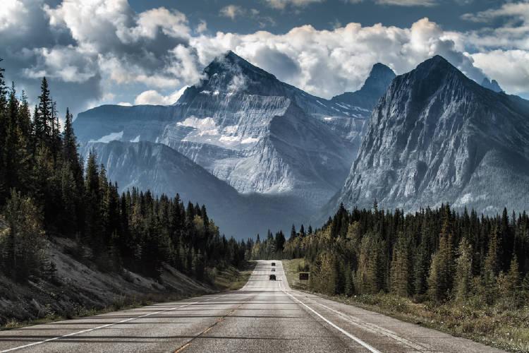 Camino y montañas