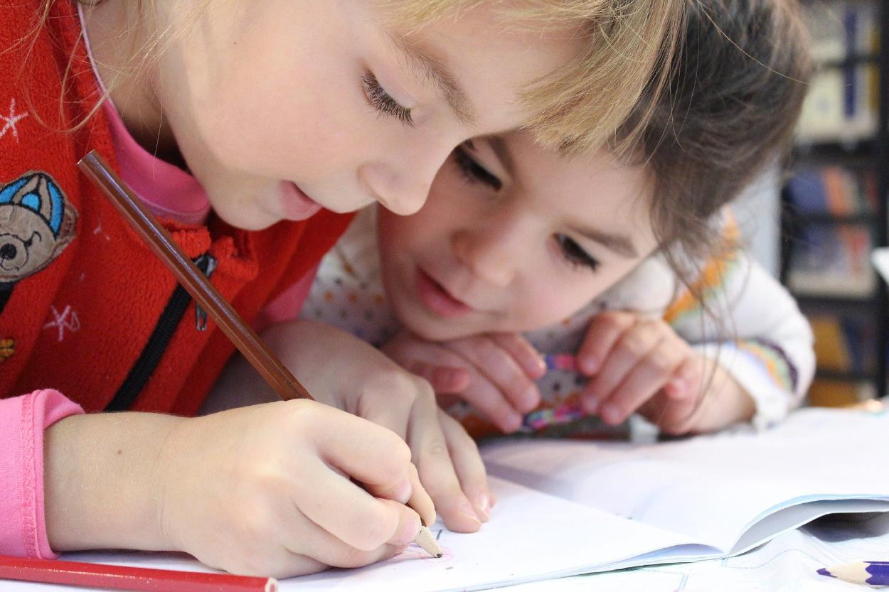 UNESCO: más de 180 millones de niñas se han inscrito en la escuela desde 1995