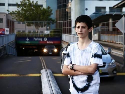 Un chico de 14 años logró reducir el costo del estacionamiento en los hospit..