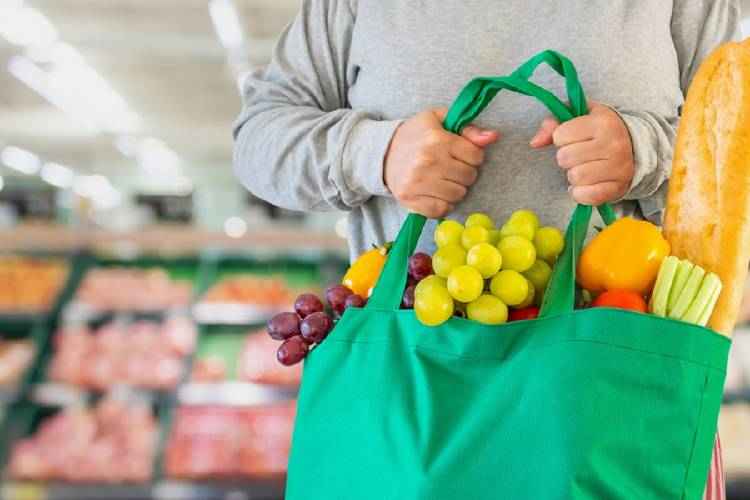 bolsas reutilizables en el supermercado