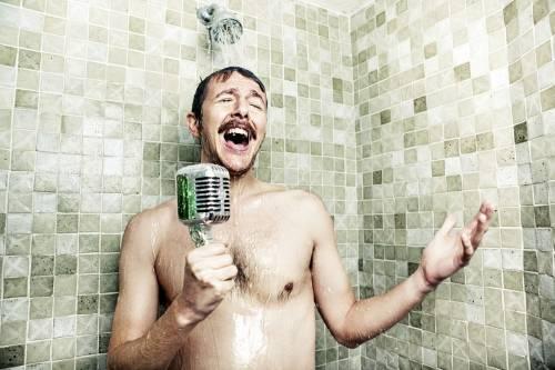 Conoce los beneficios de cantar bajo la ducha