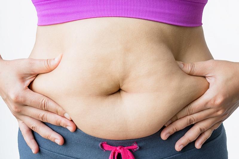 hacer abdominales no baja la panza