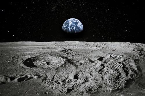 Científicos descubren yacimientos adicionales de agua en la Luna