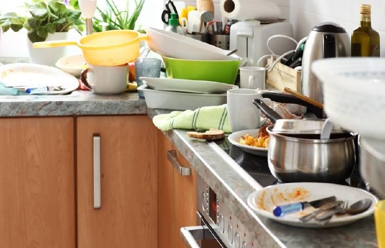 cocina sucia desordenada