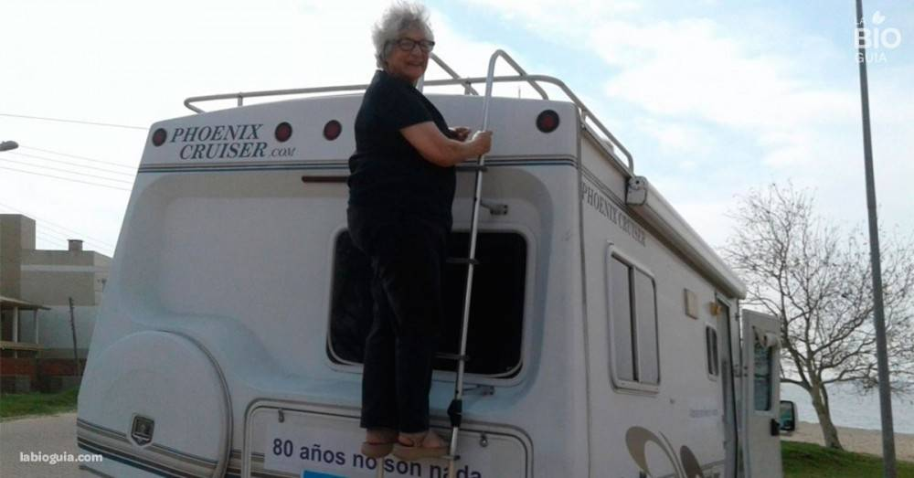 Esta abuelita de 80 años desafió a su familia: vendió casa y auto para irse..