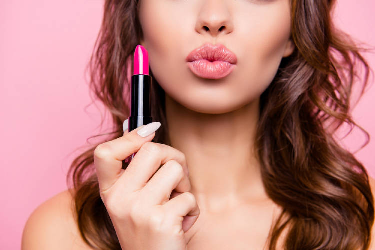 mujer con labial