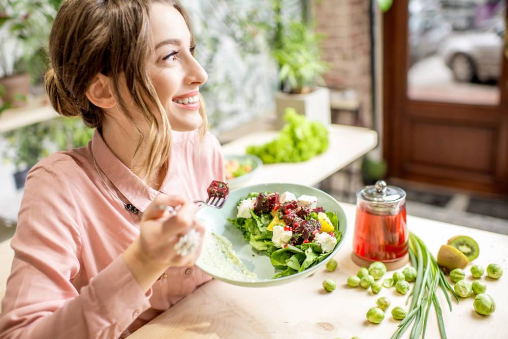 Cómo una alimentación saludable podría ayudar a equilibrar tus hormonas
