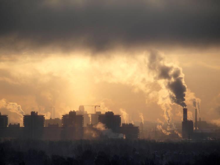 Ciudad con el aire contaminado